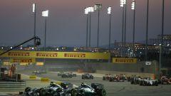 F1 GP Bahrain 2014, Sakhir: lo spettacolare duello tra Hamilton e Rosberg (Mercedes)