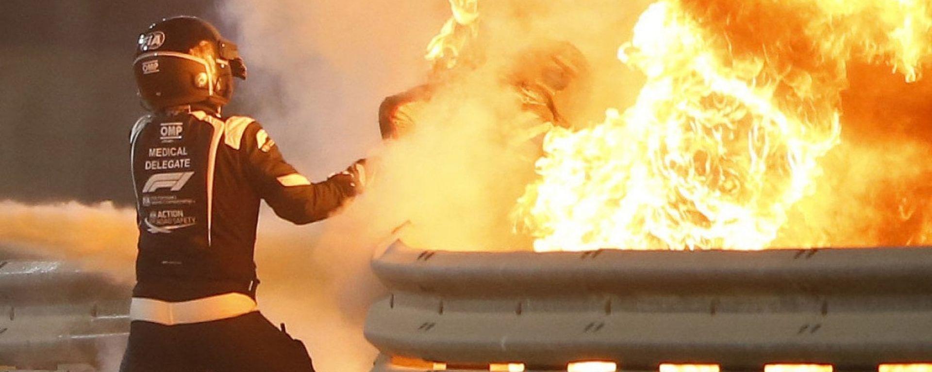 F1, GP Bahrain 2020: le fiamme da cui esce Romain Grosjean (Haas)