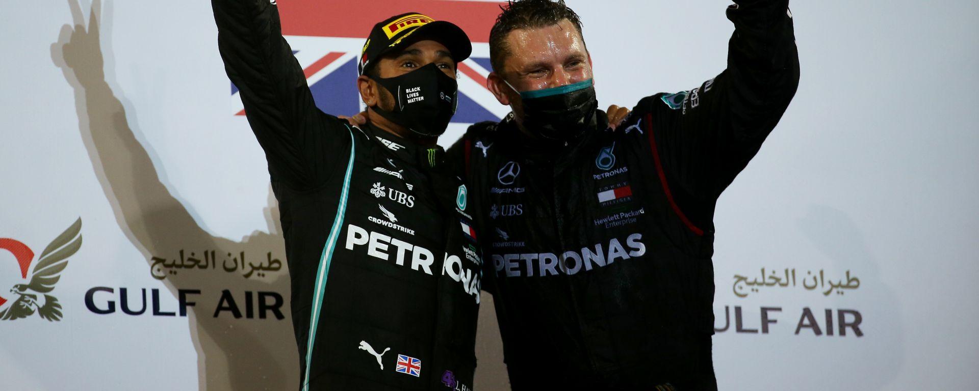 F1 GP Bahrain 2020, Sakhir: Lewis Hamilton (Mercedes AMG F1) festeggia sul podio