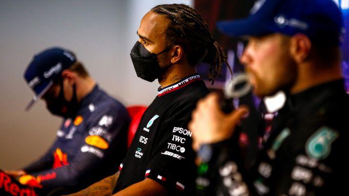 F1, GP Bahrain 2021: i devastanti effetti soporiferi del sermone di Hamilton su Verstappen