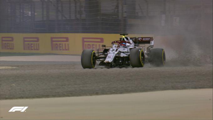 F1, GP Bahrain 2021: Kimi Raikkonen (Alfa Romeo) appena dopo l'incidente