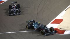 F1 GP Bahrain 2021, Sakhir: Sebastian Vettel (Aston Martin) in lotta con Yuki Tsunoda (AlphaTauri)
