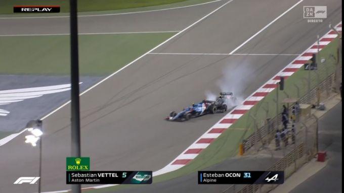 F1 GP Bahrain 2021, Sakhir: Sebastian Vettel (Aston Martin) tampona Esteban Ocon (Alpine)