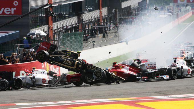 F1, GP Belgio 2012: la carambola al via innescata da Romain Grosjean (Lotus)