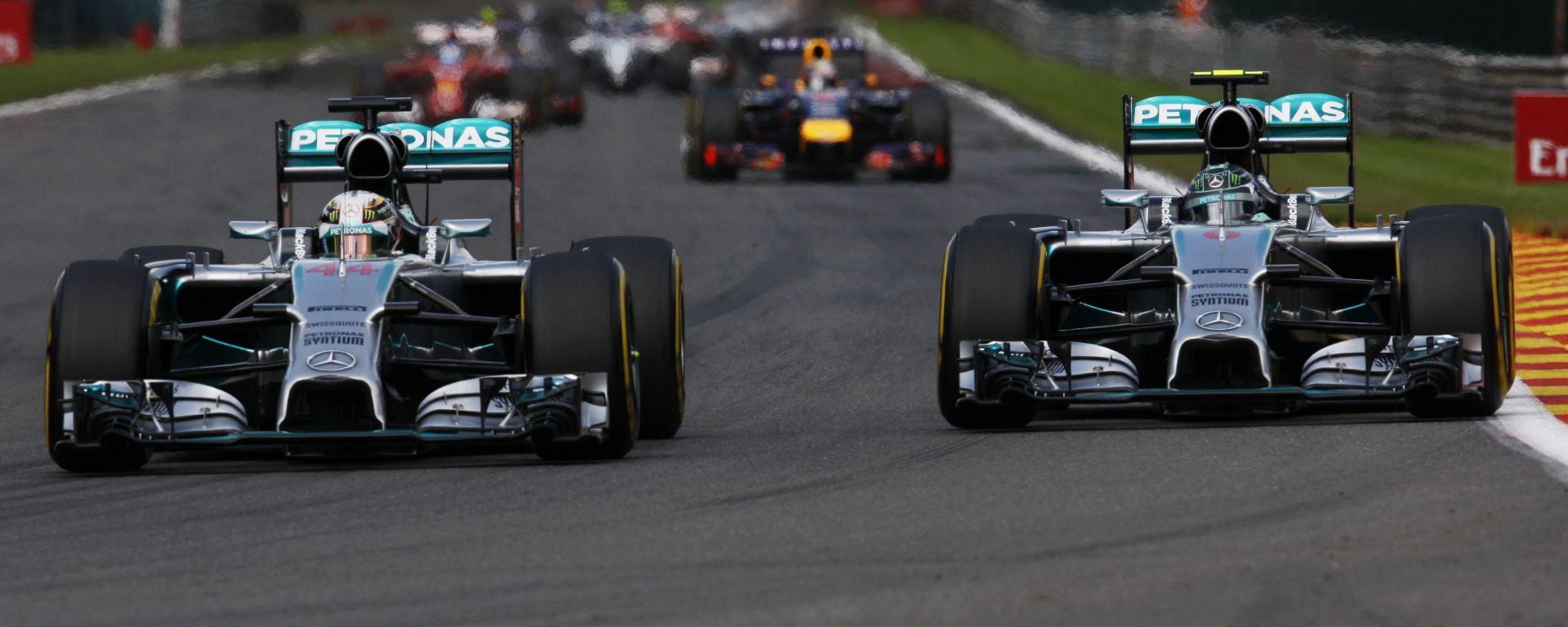 F1, GP Belgio 2014: Lewis Hamilton e Nico Rosberg (Mercedes) in battaglia