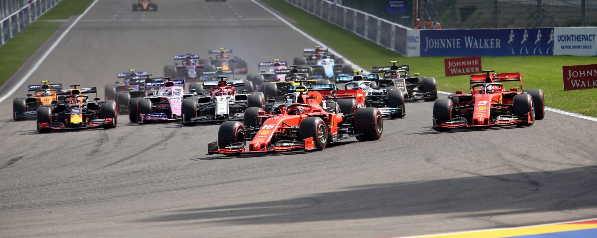 F1 GP Belgio 2019, Spa: la partenza della gara con Leclerc (Ferrari) al comando del gruppo