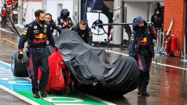 F1, GP Belgio 2021: la Red Bull di Sergio Perez riportata nel box