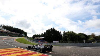F1, GP Belgio 2021: Lewis Hamilton (Mercedes) affronta l'Eau Rouge