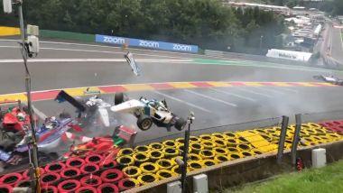 F1, GP Belgio 2021: un fermo immagine dell'incidente avvenuto nella W Series