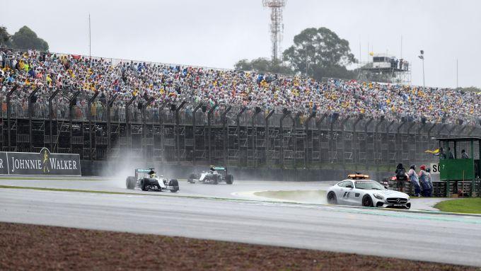 F1, GP Brasile 2016: la Safety Car precede il gruppo di monoposto