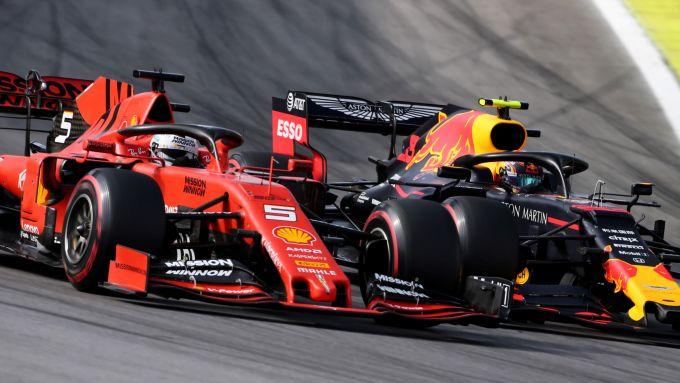 F1, GP Brasile 2019: il duello tra Sebastian Vettel (Ferrari) e Alex Albon (Red Bull)