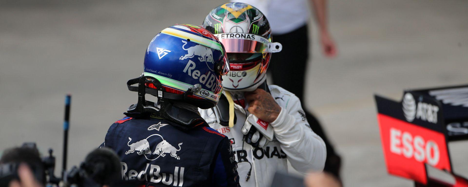 F1, GP Brasile 2019: Lewis Hamilton (Mercedes) si chiarisce con Alex Albon (Red Bull)