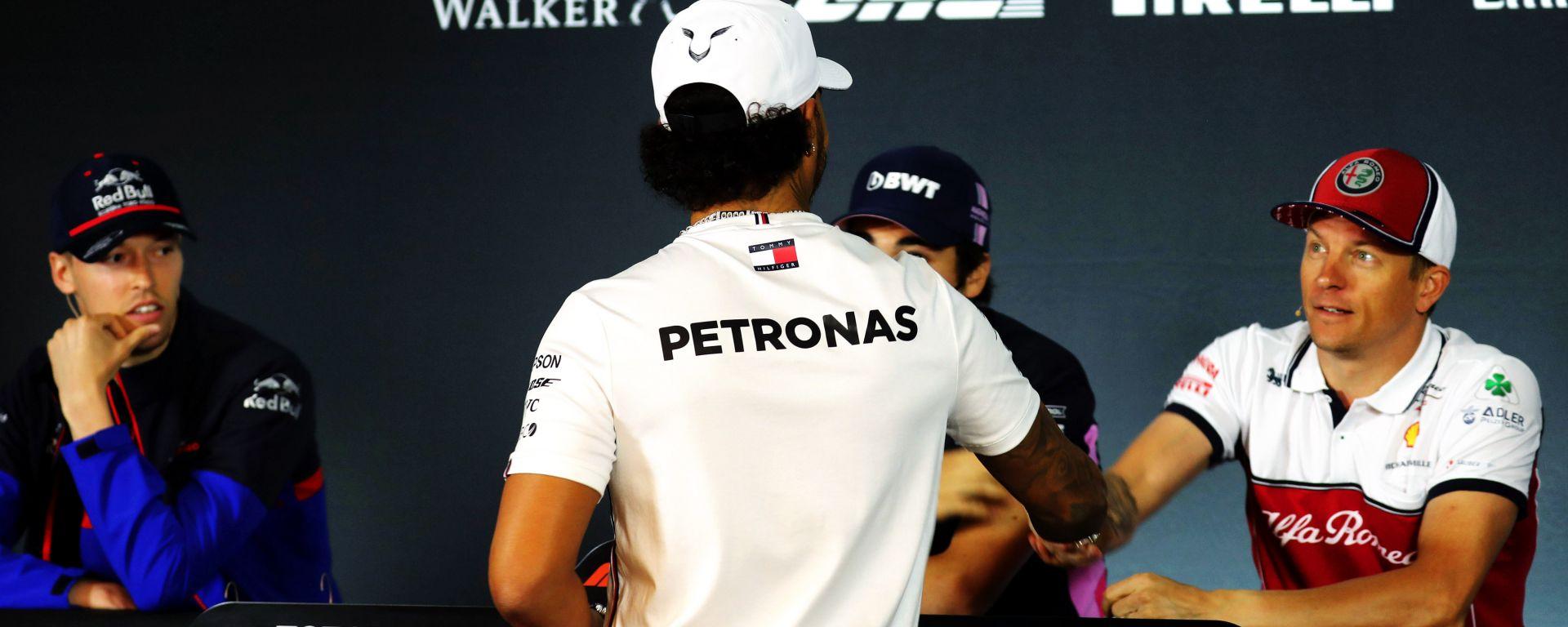 F1, GP Canada 2019: Lewis Hamilton (Mercedes) stringe la mano a Kimi Raikkonen (Alfa Romeo)