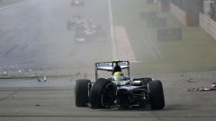 F1 GP Cina 2013, Shanghai: Esteban Gutierrez (Sauber) protagonista di uno spettacolare incidente
