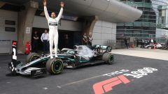F1 GP Cina 2019, Hamilton esulta dopo il traguardo