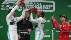 F1 GP Cina 2019, i festeggiamenti di Hamilton, Bottas e Vettel sul podio