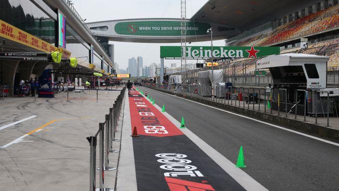 F1 GP Cina 2019, la pit-lane della pista di Shanghai