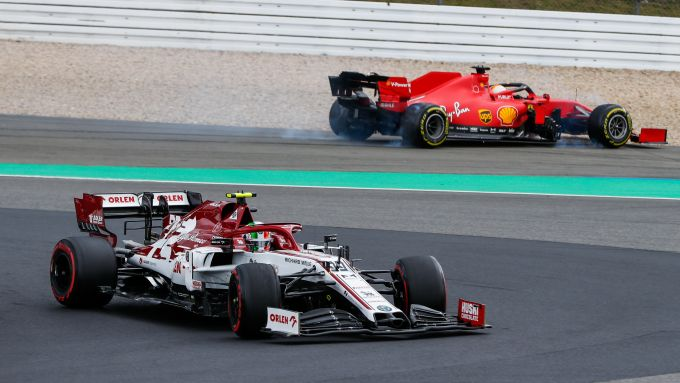 F1 GP Eifel 2020, Nurburgring: un'immagine dell'errore di Sebastian Vettel (Scuderia Ferrari) in gara