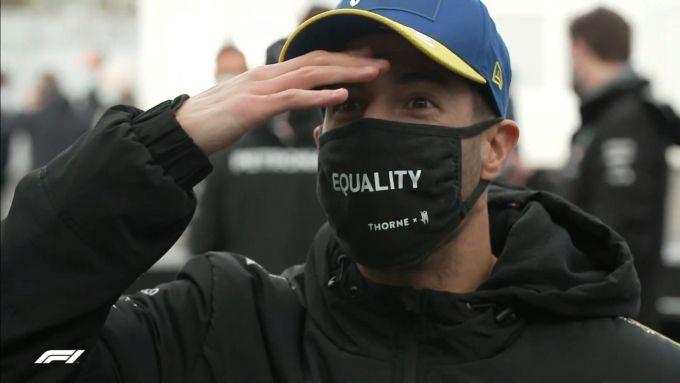 F1, GP Eifel 2020: Ricciardo realizza di essersi dimenticato di fare lo shoey