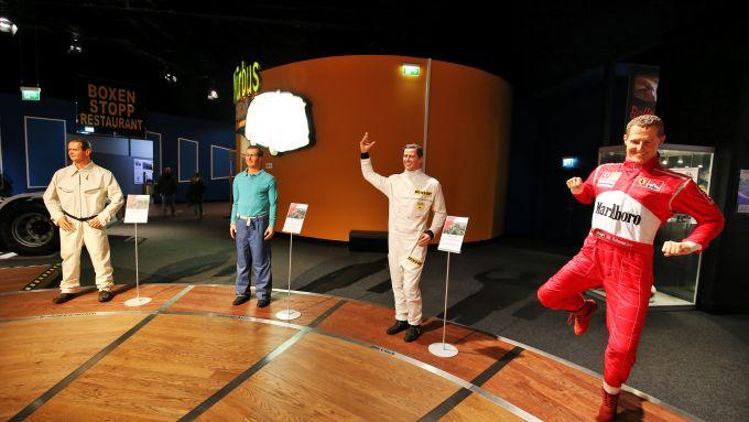 F1, GP Eisel 2020: la misteriosa statua danzante di Schumacher
