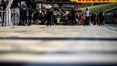 F1 GP Emilia Romagna 2020, Esteban Ocon (Renault) nella pitlane di Imola