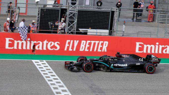 F1 GP Emilia Romagna 2020, Imola: Lewis Hamilton (Mercedes AMG F1) taglia il traguardo