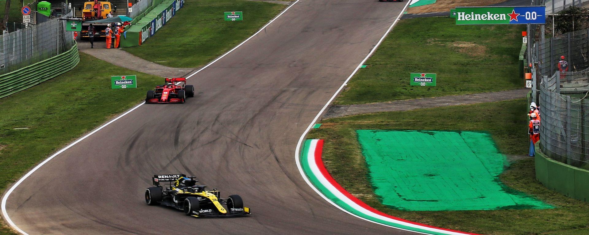 F1 GP Emilia Romagna 2020, Imola: Ricciardo (Renault) inseguito da Leclerc (Ferrari)