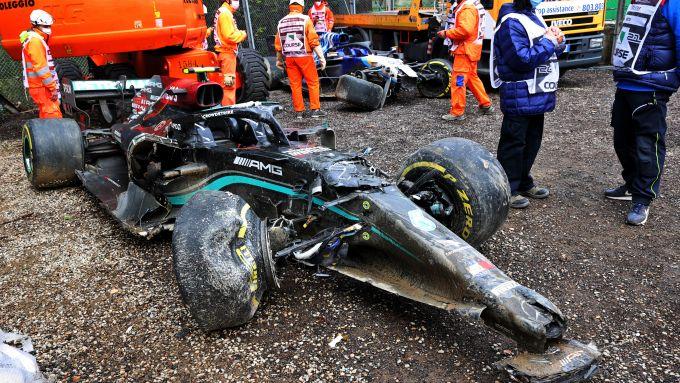 F1 GP Emilia Romagna 2021, Imola: la Mercedes di Bottas distrutta dopo l'incidente con Russell
