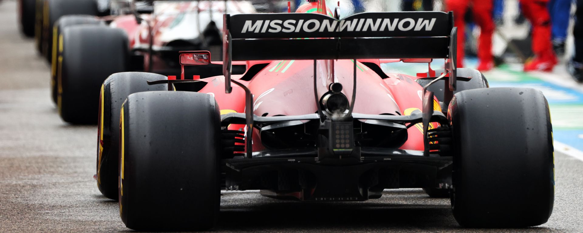 F1 GP Emilia Romagna 2021, Imola: Leclerc (Ferrari) in pit-lane durante la sospensione della gara