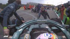 F1 GP Emilia Romagna 2021, Imola: Vettel (Aston Martin) spinto in pitlane dalla griglia di partenza