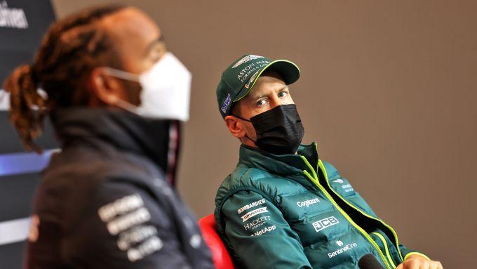 F1, GP Emilia Romagna 2021: Lewis Hamilton (Mercedes) e Sebastian Vettel (Aston Martin)