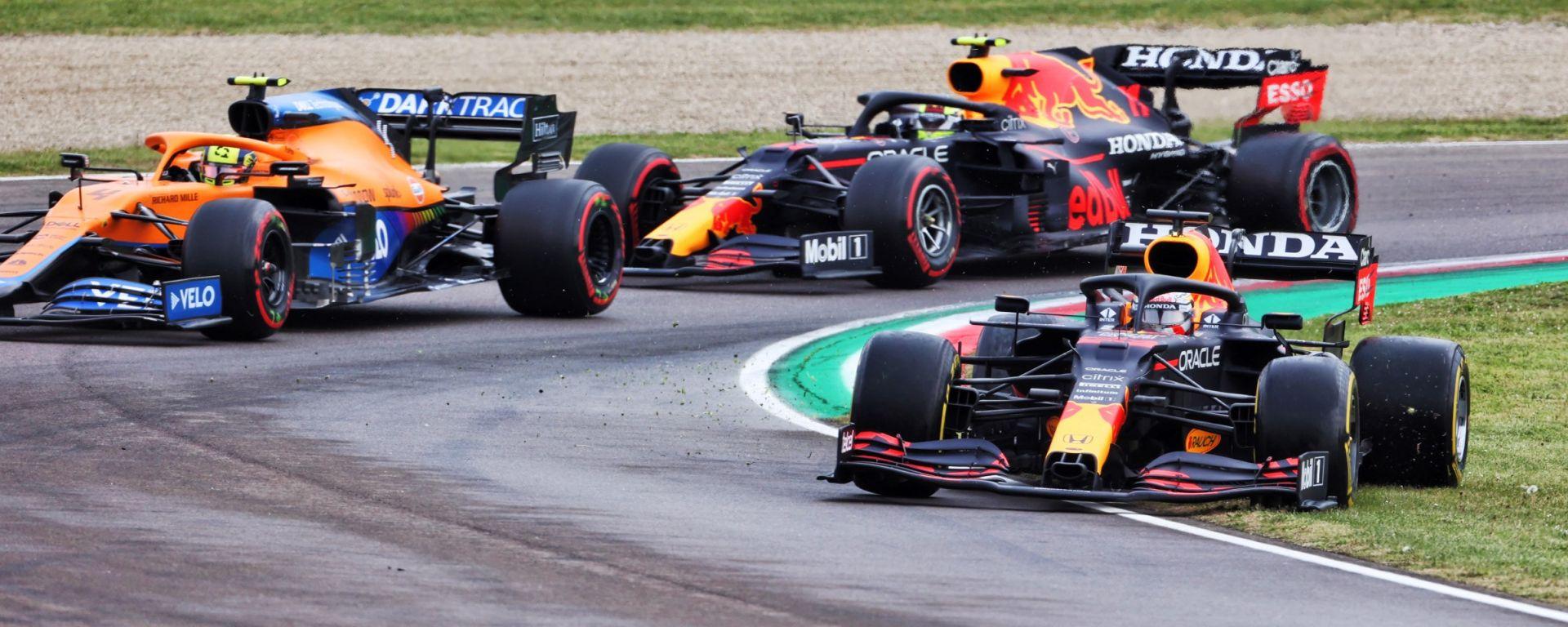 F1, GP Emilia Romagna 2021: Max Verstappen esce di pista alla Rivazza