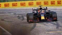 F1, GP Emilia Romagna 2021: Max Verstappen (Red Bull) taglia il traguardo