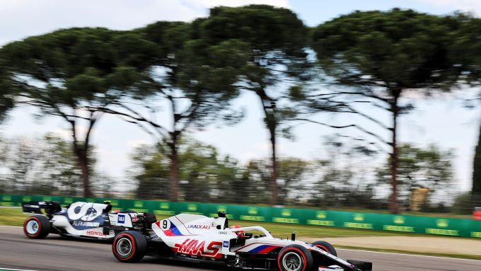 F1, GP Emilia Romagna 2021: Nikita Mazepin (Haas) impegnato in qualifica
