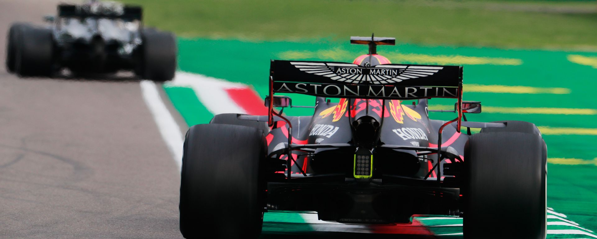 F1, GP Emilia Romagna: Max Verstappen (Red Bull) insegue una Mercedes