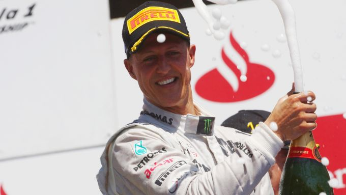 F1 GP Europa 2012, Valencia: Michael Schumacher (Mercedes) festeggia sul podio per l'ultima volta