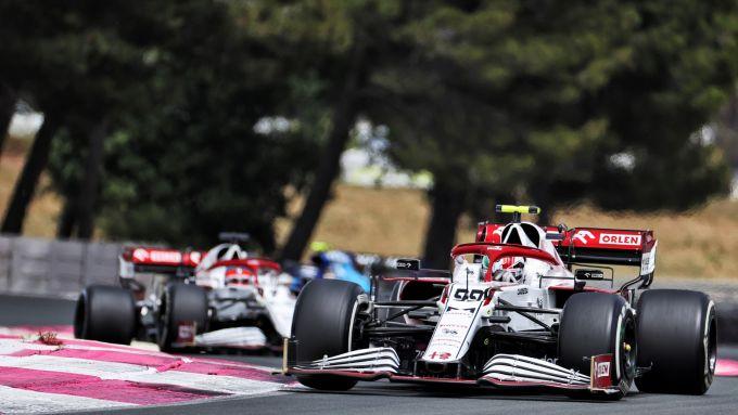 F1, GP Francia 2021: Antonio Giovinazzi davanti a Kimi Raikkonen