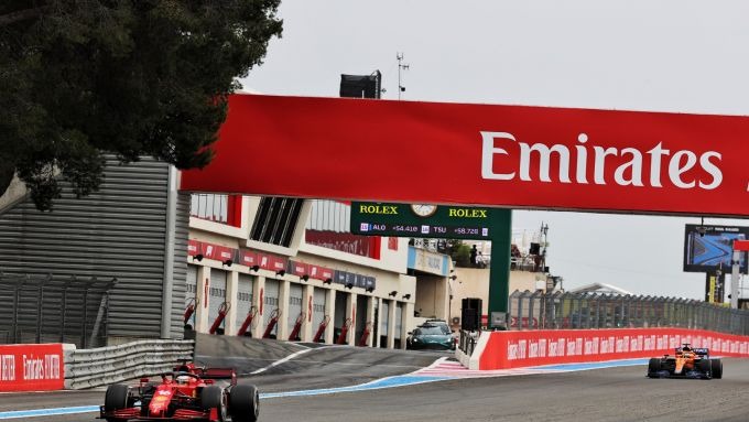 F1, GP Francia 2021: Charles Leclerc inseguito da una McLaren