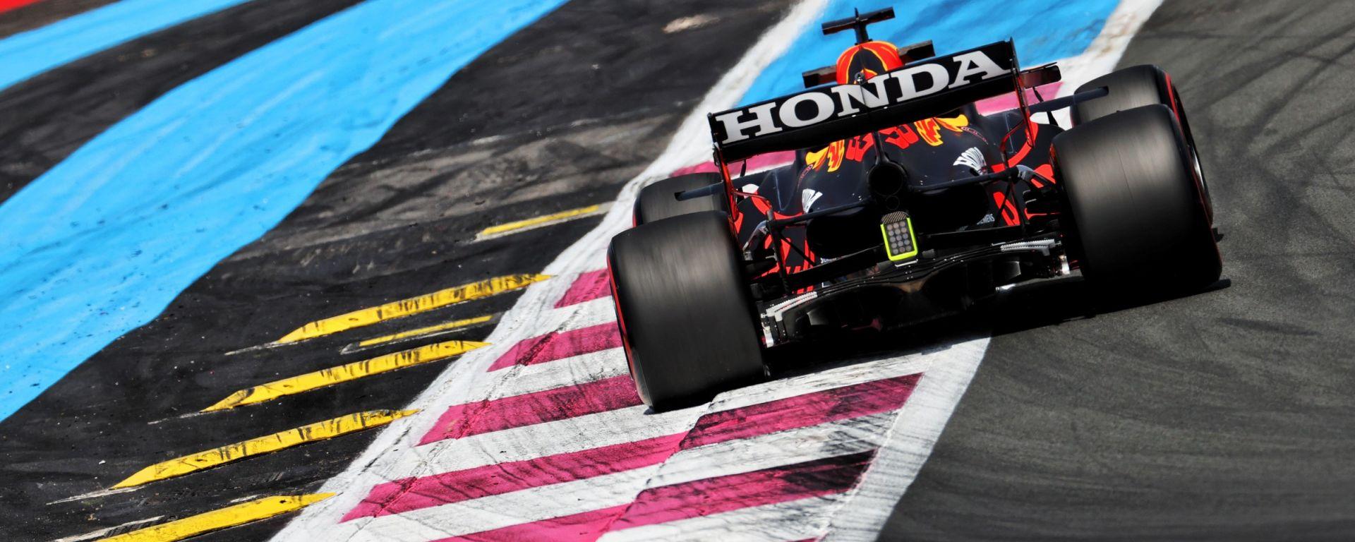 F1, GP Francia 2021: la Red Bull passa vicino ai temibili salsicciotti gialli