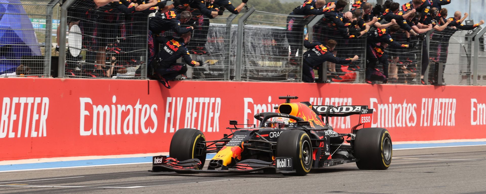 F1 GP Francia 2021, Le Castellet: Max Verstappen (Red Bull Racing) taglia il traguardo