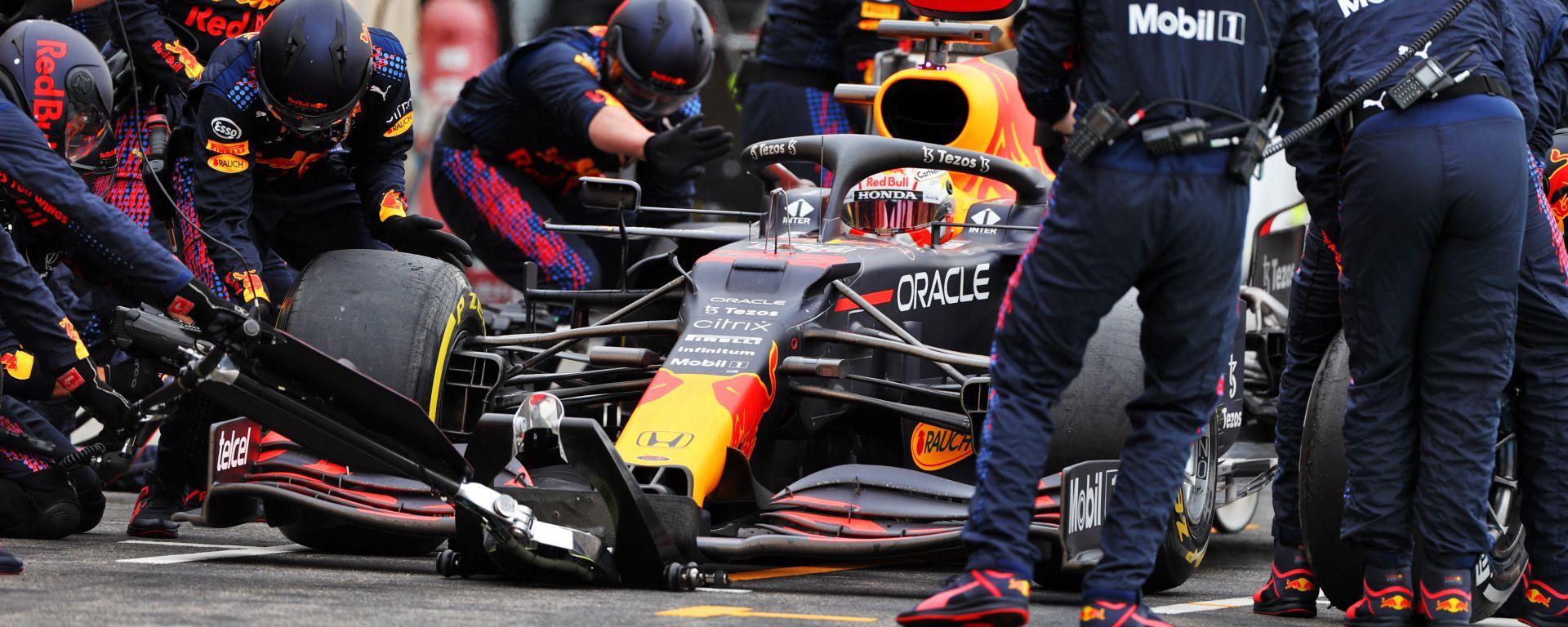 F1 GP Francia 2021, Le Castellet: un pit-stop di Max Verstappen (Red Bull Racing)