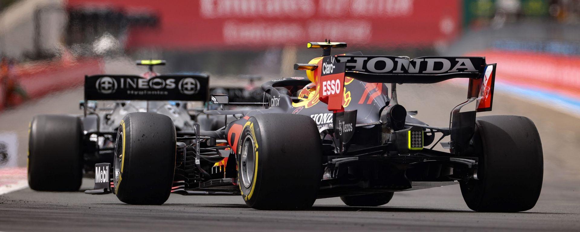 F1, GP Francia 2021: Sergio Perez tallona la Mercedes di Valtteri Bottas