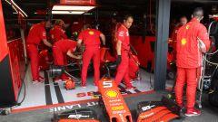 F1 GP Germania 2019, i meccanici al lavoro sulla Ferrari di Sebastian Vettel
