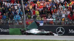 F1 GP Germania 2019, Lewis Hamilton (Mercedes) contro le barriere in curva-16