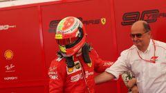 F1 GP Germania 2019, Mick Schumacher al box Ferrari prima di salire sulla F2004 di papà Michael - 2