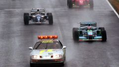 F1 GP Giappone 1994, Suzuka: Michael Schumacher (Benetton) e Damon Hill (Williams) dietro la Safety Car