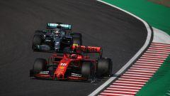 F1, GP Giappone 2019: Charles Leclerc (Ferrari) con l'alettone danneggiato al via e Lewis Hamilton (Mercedes)