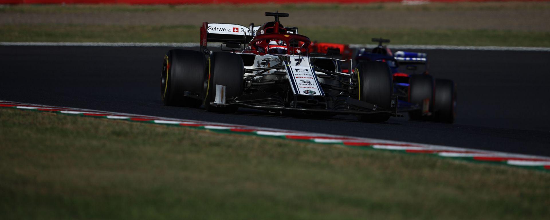 F1, GP Giappone 2019: Kimi Raikkonen (Alfa Romeo) in azione sul circuito di Suzuka