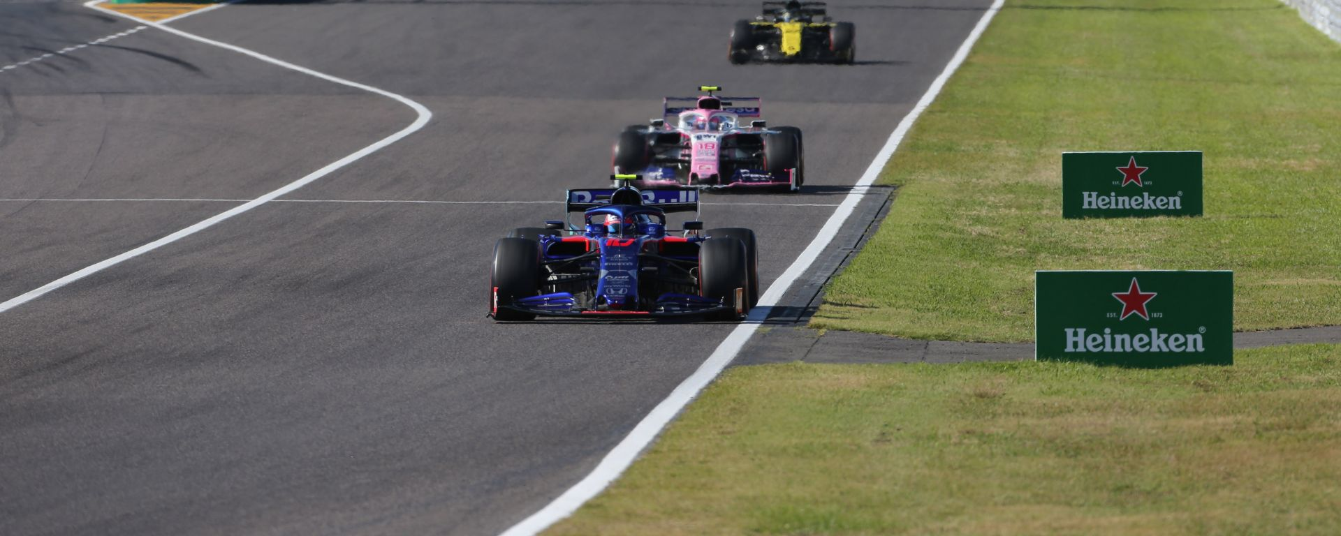 F1, GP Giappone 2019: Pierre Gasly (Toro Rosso) precedes Sergio Perez (Racing Point)
