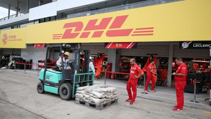 F1, GP Giappone 2019: preparativi al box Ferrari in vista del passaggio del tifone Hagibis